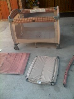 Baby play pen and diaper change table like new for Sale in Lynwood, CA