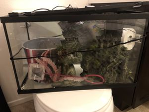 10 Gallon fish tank comes with everything Just Add Fish! for Sale in Menifee, CA
