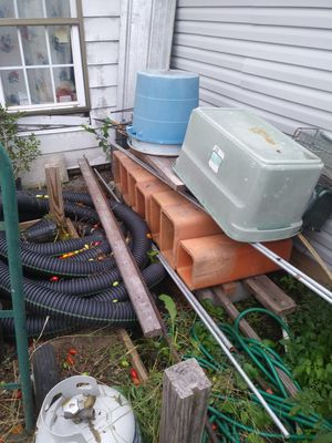 Free cheminy clay ducts from 1937 old house, gratis ductos de chimenea antigua for Sale in Nashville, TN