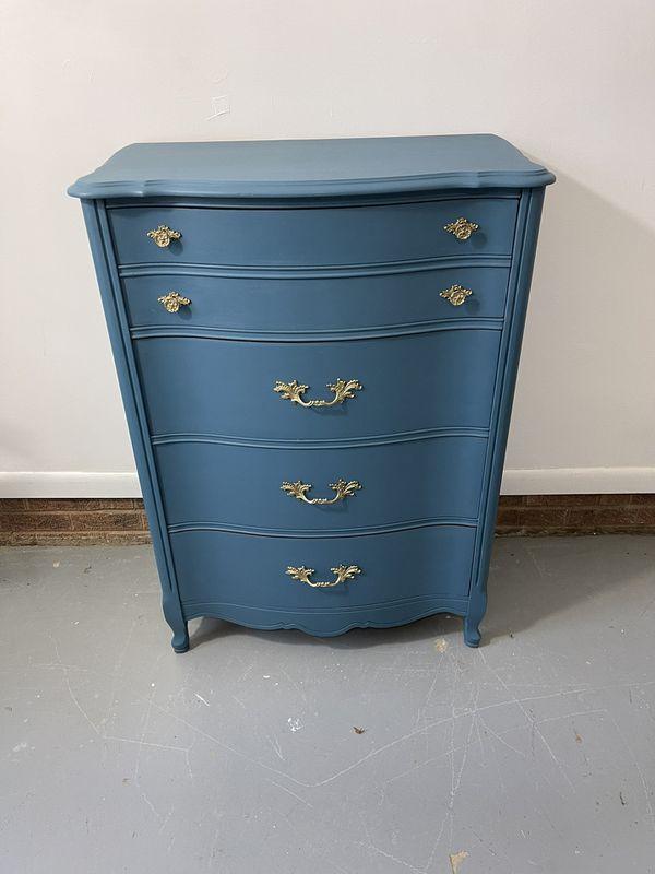 Victorian-style Bassett dresser