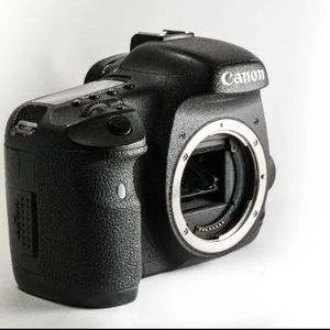 Canon EOS 7D 18 MP CMOS DSLR Camera for Sale in Santa Cruz, CA