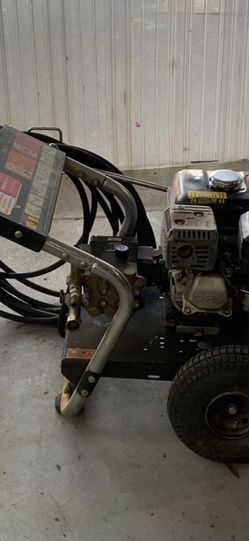 Honda Pressure Washer Long Heavy Duty Hose Honda Engine Works Great 2500 Psi for Sale in Waterford Township,  MI