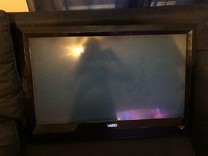 """Vizio 32"""" TV for Sale in Newark, NJ"""
