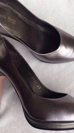 Flavio Gatto Silver Leather Heels 6.5 shoes for Sale in Chula Vista,  CA