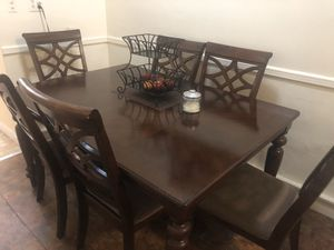 Kitchen table and chairs for Sale in The Bronx, NY