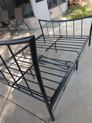 Metal bed frame size full! for Sale in St. Petersburg, FL