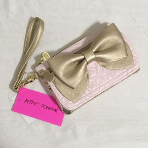 NWT Betsy Johnson Ready Set Bow Wristlet/Wallet for Sale in Boston, MA