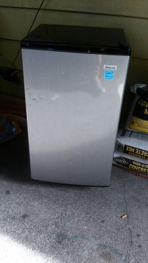 Magic chef mini fridge/freezer for Sale in Tacoma, WA