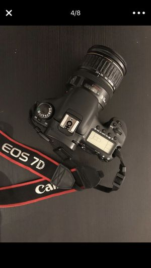 CANON 7D WITH 28-135MM AND BAG for Sale in Miami, FL