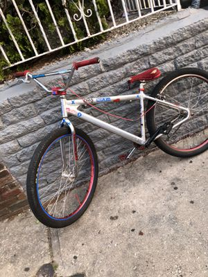 I have a 2017 SE Bigg Reipper it has one crank it was broke but it can be FIXED. And this 20 SE Everday bmx bike both for 500$ only if you buy both n for Sale in Philadelphia, PA