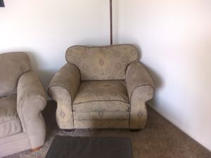 Comfy chair and ottoman, no rips or tares. I will sell separate. $10 for the chair and $5 for the ottoman for Sale in Fresno, CA
