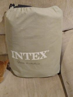 Intex Queen Size Air Mattress W/ Felt Top And Pillow Rest for Sale in Angier,  NC