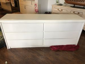 White bedroom Dresser for Sale in FL, US