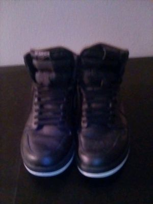 JORDAN 1 RETRO BLACK PERFORATED SIZE 11 for Sale in Compton, CA