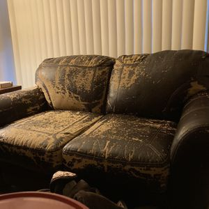 Free Couch for Sale in Los Angeles, CA