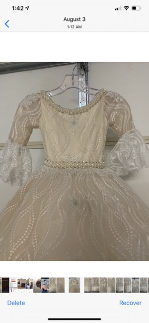 Dresses for girl for communion and for flower girl is good Condition for Sale in Sterling Heights, MI