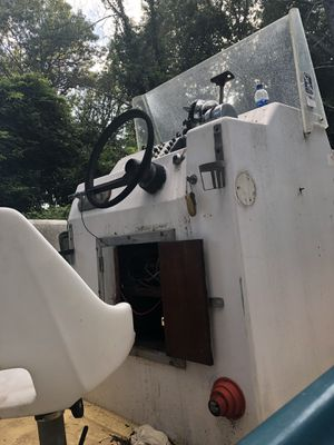 75 center console for Sale in Galloway, NJ