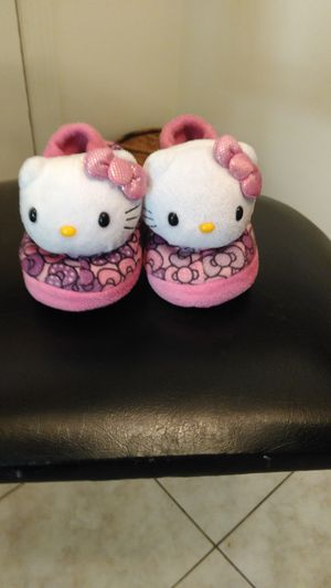 ***Size 7/8 GIRLS HELLO KITTY house shoes**** for Sale in Decatur, GA