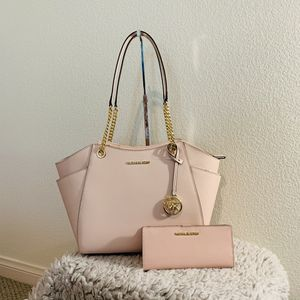 NWT! MK 2pc shoulder tote bag and wallet set for Sale in Claremont, CA
