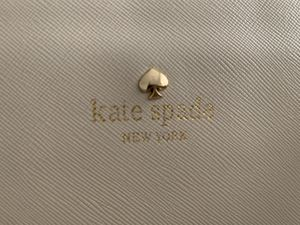 Kate Spade Cream/off-white bucket purse for Sale in Los Angeles, CA