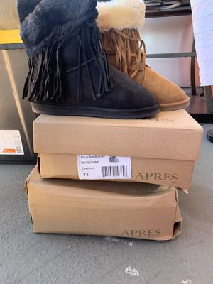 Brand new in the box girls boots size 3 perfect for the holidays and winter for Sale in Los Angeles, CA