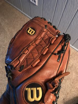 A700 Wilson baseball softball glove mitt 12.5 inch pattern for Sale in Orland Park, IL