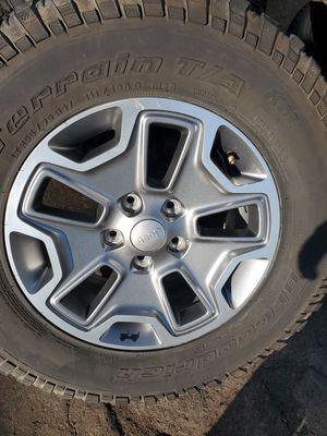 17 inch jeep wheels with tires 2557517 for Sale in Fresno, CA