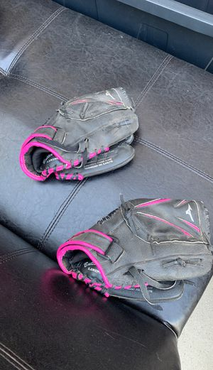 2 Mizuno kids softball gloves for Sale in Ontario, CA