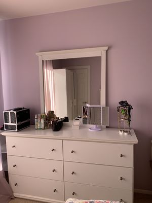 White full size bedroom set with mattress for Sale in Northbrook, IL