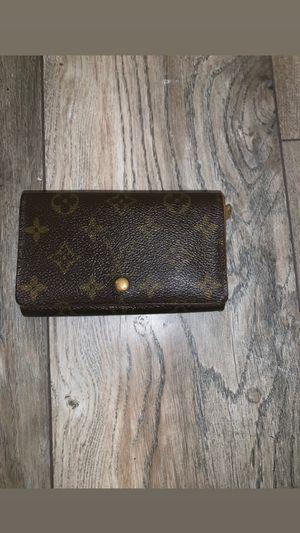 Louis Vuitton wallet for Sale in Los Angeles, CA