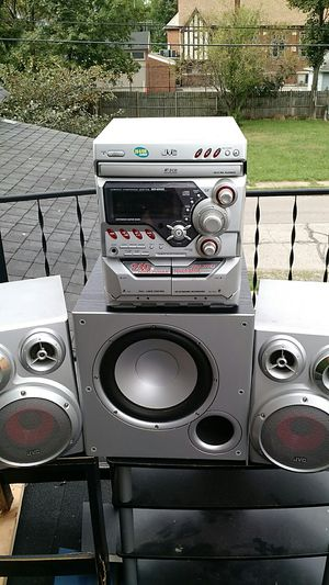 JVC stereo , 240 watts w 3 disc changer for Sale in Cleveland, OH