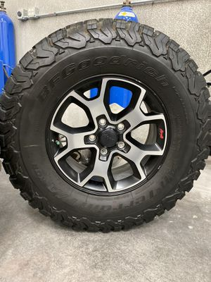 2018 Jeep JL Rubicon Stock Wheels & Tires for Sale in North Las Vegas, NV