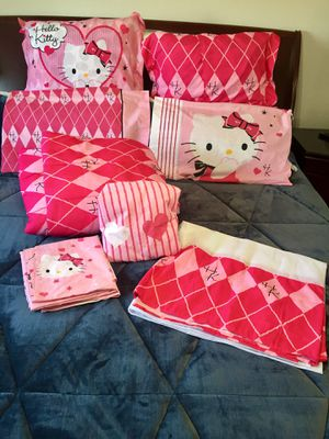 HELLO KITTY 10- PIECE REVERSIBLE BEDDING SET (FULL SIZE) for Sale in Fresno, CA