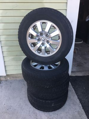 Set Honda rims size 16 tpms sensor includes both paternd 5x 120 need new tires for Sale in Roselle, IL