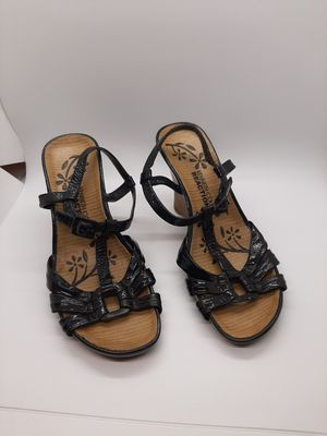 Kenneth Cole Reaction size 6 1/2 heels for Sale in Parma, OH