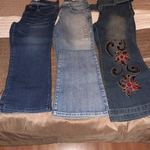 Women Flare Jeans Size 6/26r/9, $2/each for Sale in Triangle, VA