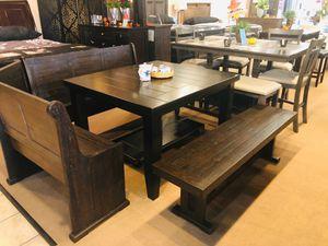 Breakfast Nook with Leaf Table for Sale in Santa Fe Springs, CA