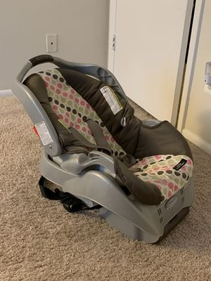 Graco car seat with an option of an additional base for Sale in Germantown, MD