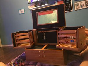 GIANT jewelry box for Sale in Grand Prairie, TX