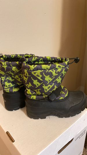 Snow boots, size 3 kids. for Sale in Federal Way, WA