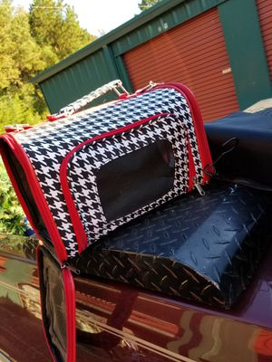 Pet carrier hound tooth brand mew for Sale in Prattville, AL