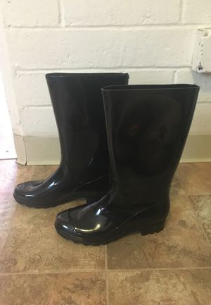 Size 8 rain boots 👢 for Sale in San Diego, CA