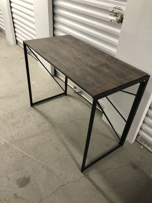 Computer table /office desk (L*W*H : 39.4 * 19.7 * 29.5 Inches) for Sale in Enterprise, NV