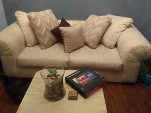 Love seat for Sale in Miami, FL
