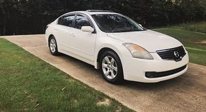 white nissan altima 2008 very nice for Sale in Columbus, OH
