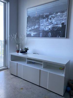 Beautiful white TV stand for Sale in Miami, FL