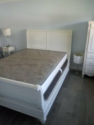 Queen size bed frame. for Sale in Newark, CA