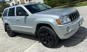 2005 JEEP GRAND CHEROKEE OVERLAND RUNS EXCELLENT for Sale in Orlando, FL