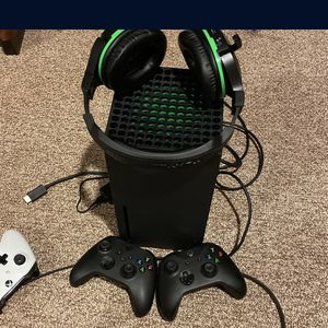 Xbox Series X Two controllers One Turtle Beech 700 Headset for Sale in West Bloomfield Township, MI