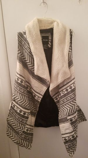 Cute Winter Wool Vest, Patterned, Large Size for Sale in Toledo, OH
